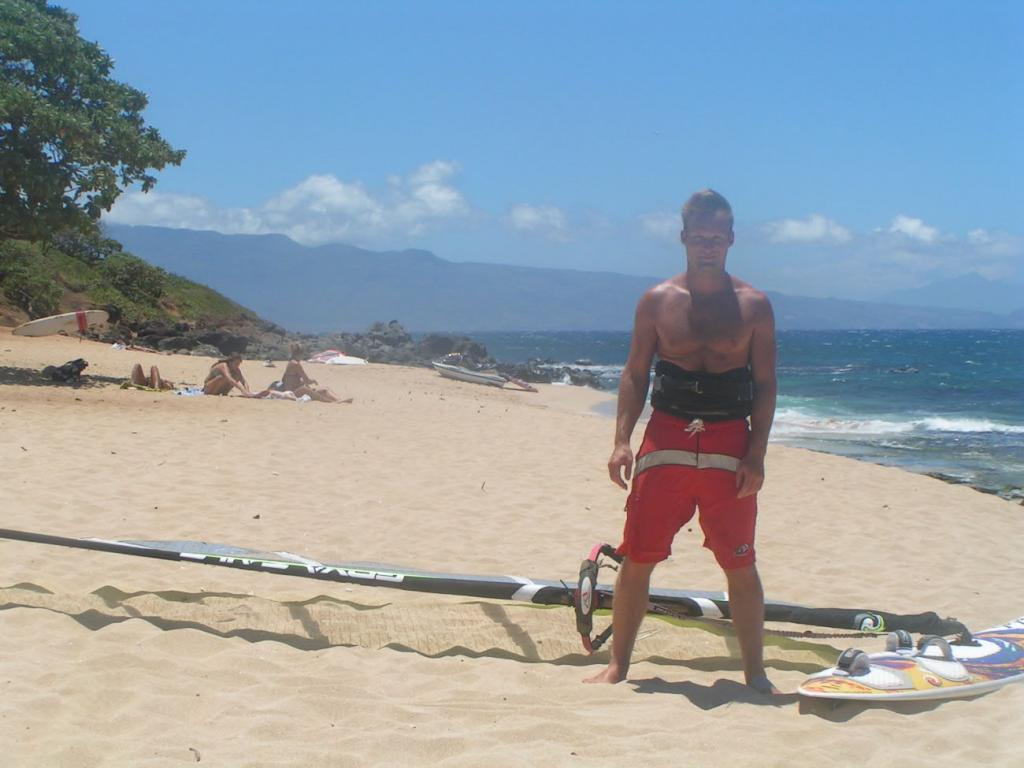 duke T before the ride...look at the angulo board short !!!